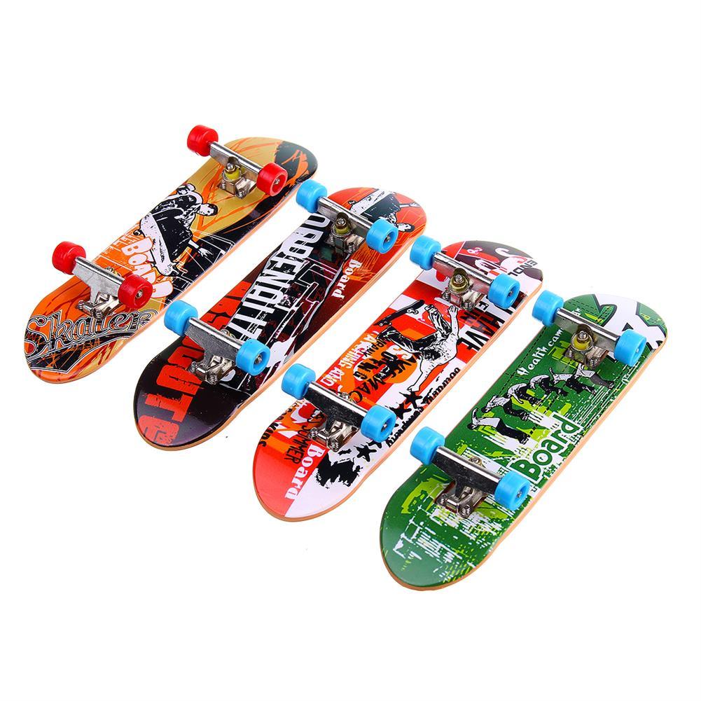 novelties 4 Pcs Random Color Mini Finger Skateboard Toy with Tools for Kids Birthday Gift HOB1805312 1